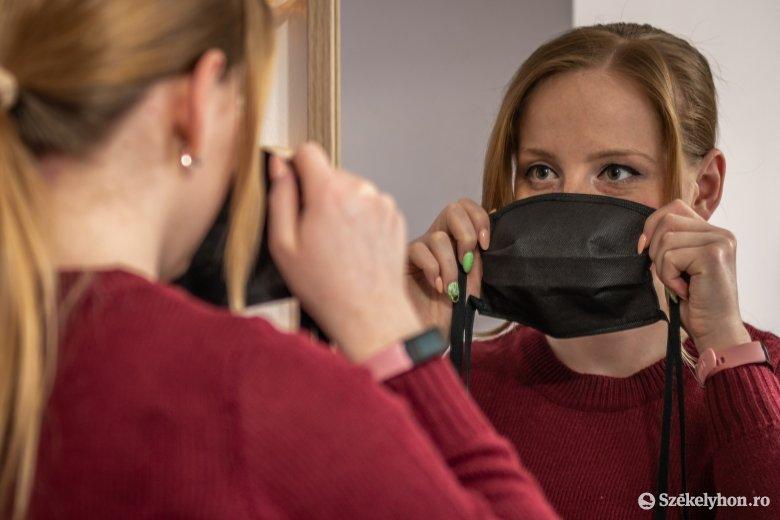 500-tól 2500 lejig büntethetik azokat, akik nem viselnek maszkot nyilvános helyen