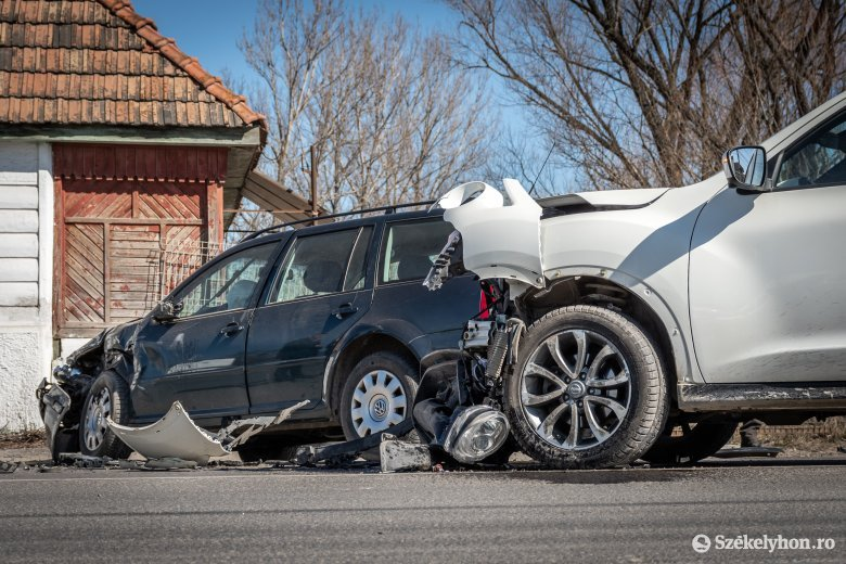 Reggel, délben és este is balesethez riasztották a rendőröket