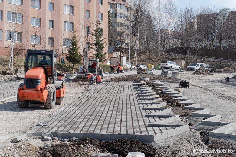 Folytatódik a felújítás, a lakótelepi parkolóházról még nem döntöttek