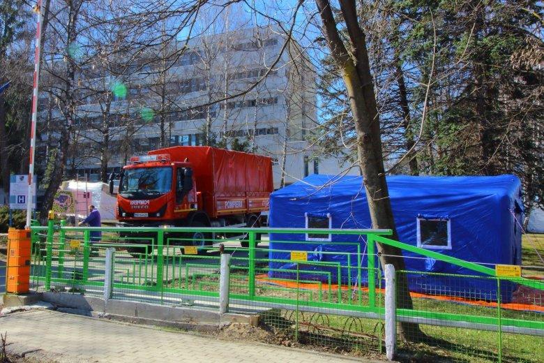 Betegosztályozó sátort állítottak fel a csíkszeredai kórház udvarán