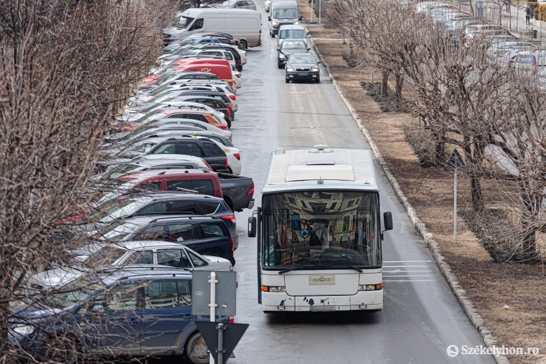 Leáll a tömegközlekedés, bezárnak az önkormányzati fenntartású intézmények, elhalasztják a kereskedelmi központ megnyitóját