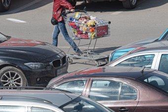 Pörög a fogyasztás: élelmiszerre, italra és dohánytermékre költünk többet