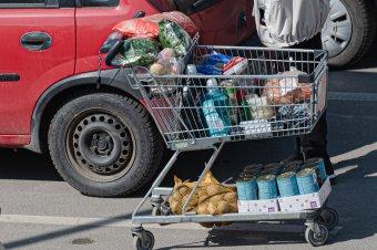 Enyhén csökkentek júliusban az élelmiszerárak, de még mindig több mint 30 százalékkal magasabbak, mint tavaly ilyenkor