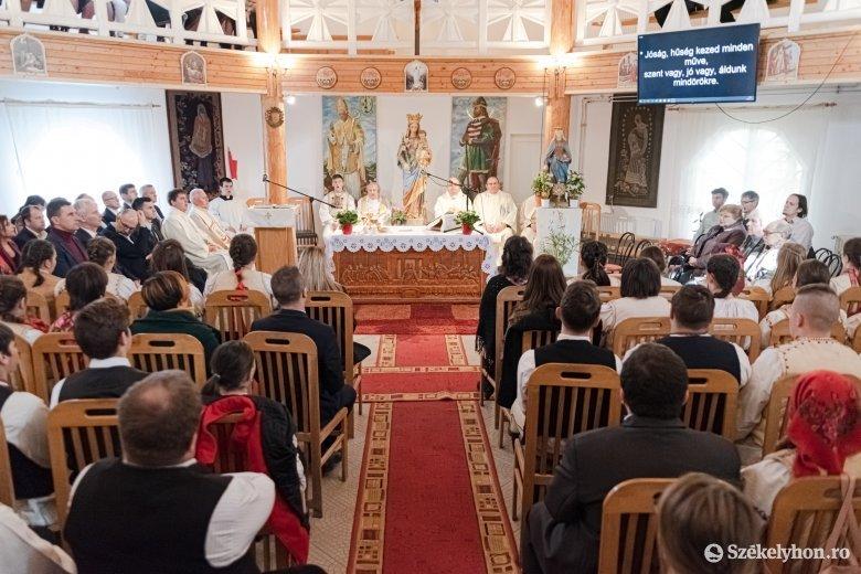 Ünnepelt a negyedszázados Szent Erzsébet Római Katolikus Középiskola
