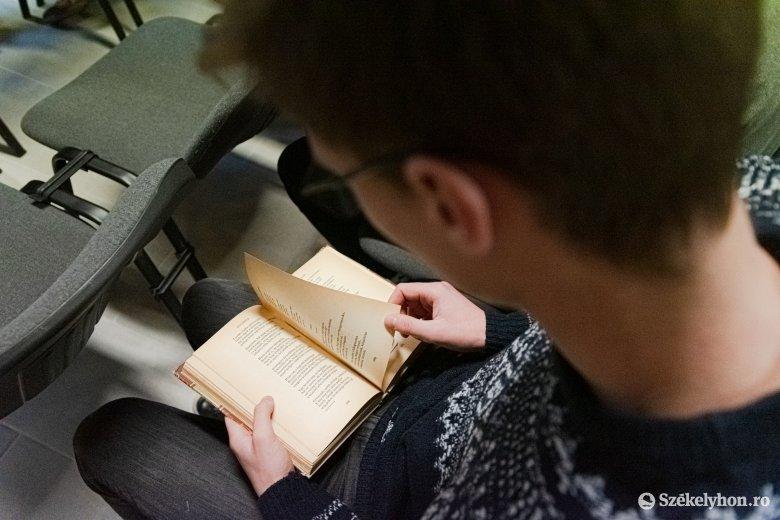 Pilinszky lírája hozza össze az irodalomkedvelőket a nemzetközi felolvasómaratonon