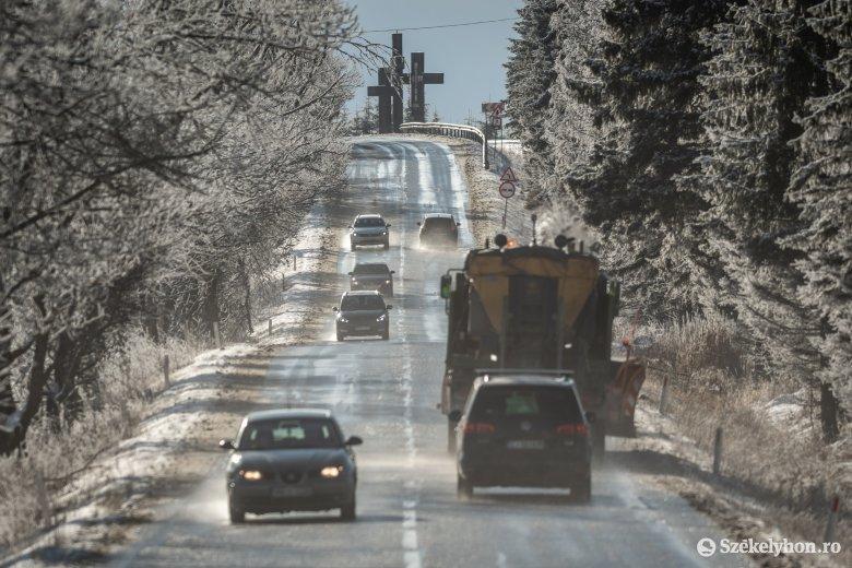 Közlekedjünk a téli útviszonyoknak megfelelően – figyelmeztet a rendőrség
