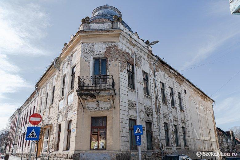 Kizárt, hogy eladják Csíkszereda bezárva, üresen álló patinás épületét