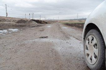 Még mindig nincs ezer kilométer autópálya Romániában, az utak harmada pedig kövezett vagy földút