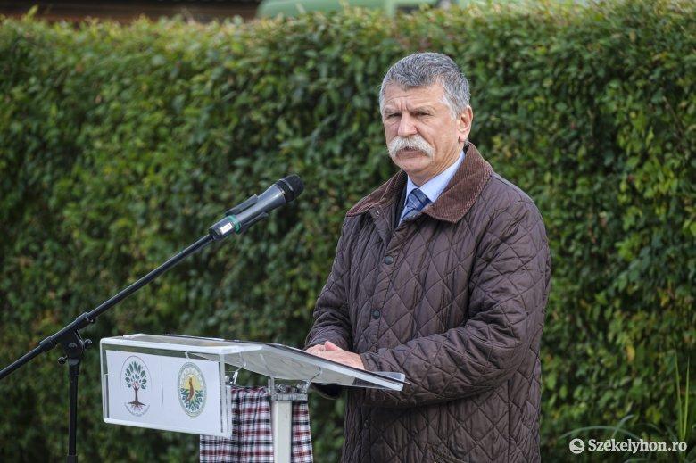 Lélegeztetőgépeket adott át a csíkszeredai kórháznak Kövér László házelnök