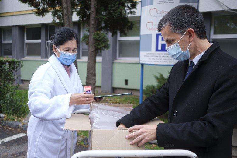 Magyarországi gyógyszerszállítmány érkezett Hargita megyébe a koronavírusos betegek számára