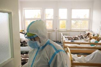 Enyhén csökkent a kórházi ellátásra szoruló koronavírus-fertőzöttek száma Hargita megyében