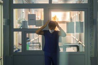 Kevesebb új fertőzöttet regisztráltak, de több beteg került intenzív osztályra