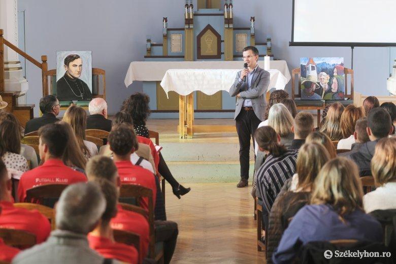 Emlékezés Márton Áronra – a püspök szerint az iskola igazi célja a jellem nevelése