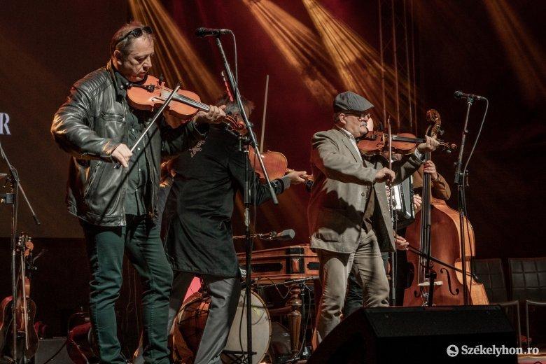 Sokszínű és minőségi koncertet adott a Csík Zenekar Csíkszentsimonban