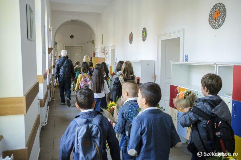 Bizakodva kezdik a tanévet az erdélyi iskolákban: a pedagógusok és a diákok egyaránt remélik, kitart a jelenléti oktatás