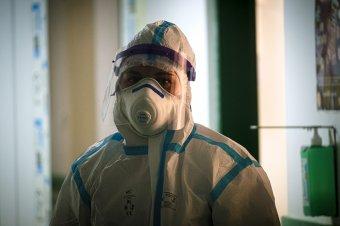 Tizenhétezer fölött az új fertőzöttek száma