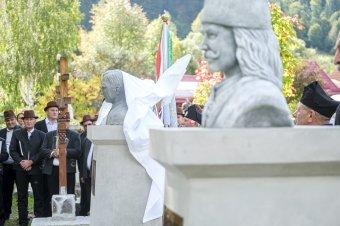 Márton Áron püspök és II. Rákóczi fejedelem szobrával bővült a gyimesbükki történelmi emlékpark