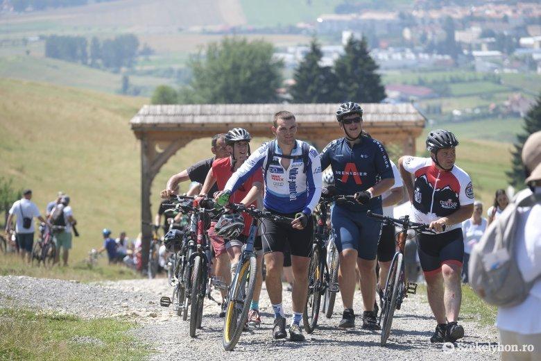 Kerékpárosok, motorosok és lóháton érkezők is részt vettek a hagyományteremtő ünnepségen