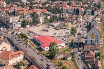 Elérhető közelségbe kezd kerülni a csíkszeredai buszállomás és a vasúti felüljáró felújítása