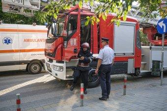 Nem tudott kiszabadulni a sofőr a felborult és kigyulladt kamionjából Hunyad megyében