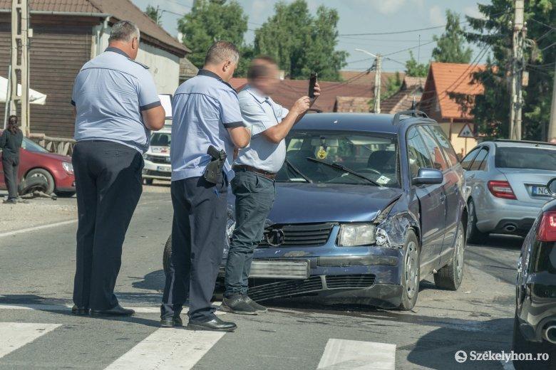 Autók ütköztek össze Csicsóban