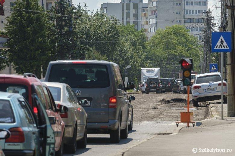Útjavítás forgalmi akadályokkal, torlódásokra számíthatnak az autósok