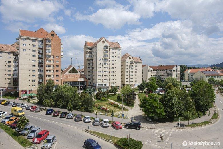 A módosított tervek szerint új parkoló és közvécé lesz a csíkszeredai Gál Sándor téren