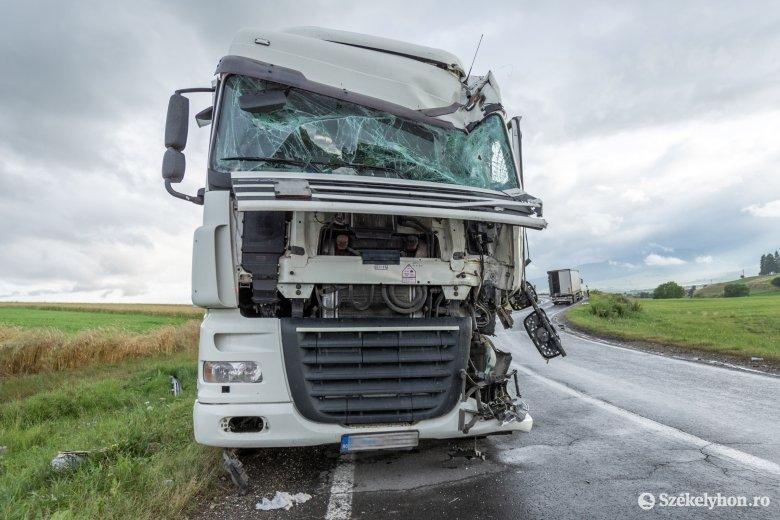 Két teherautó ütközött Borzsova és Csíkszentmiklós között