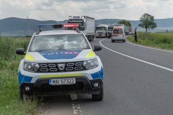 Elbóbiskoló sofőr, láncbaleset, betonkorlátnak ütköző autó, gyalogosgázolás – ezek történtek hétvégén a Hargita megyei utakon