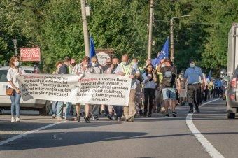 Tánczos köszönetet mondott a medvevész által sújtott Tusnádfürdő tüntető lakóinak