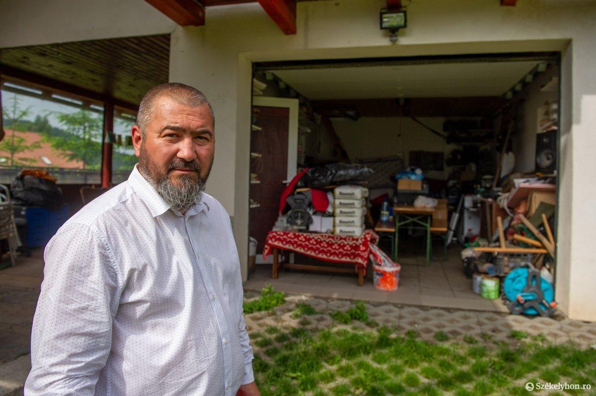 Butyka Zsolt polgármester saját portáján is megtapasztalhatta a nagyvadak garázdálkodását. •  Fotó: Beliczay László