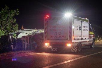 Felborult egy kamion Csíkdelne közelében