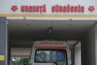 Ordibált a sérült gyermekét szállító nővel a csíkszeredai kórház kapusa