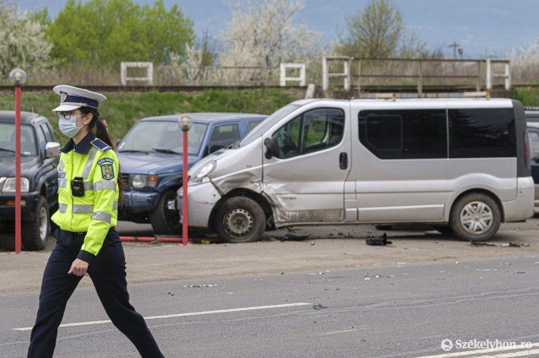 Taxi és kisbusz ütközött a Brassói úton