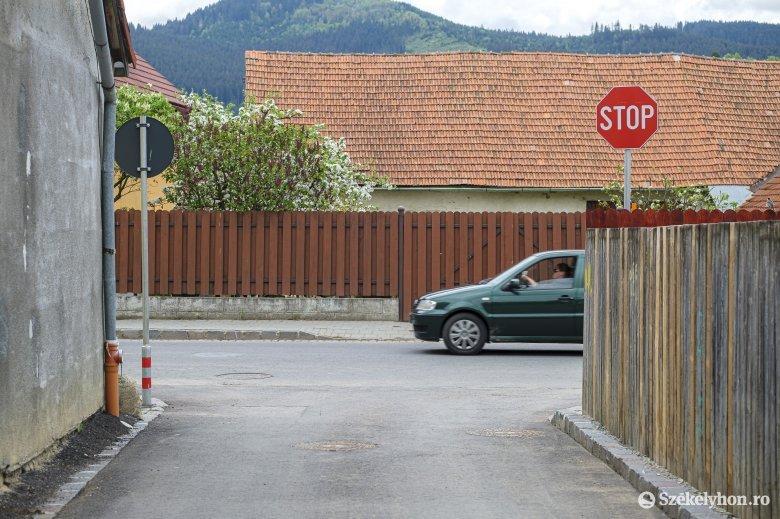 Veszélyek és akadályok az utakon – változtatásokat tervez a polgármesteri hivatal