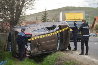 Felborult egy autó Csíkrákoson