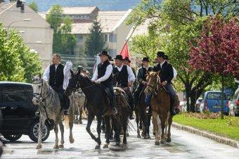 A nagyvilág magyarságát képviselik a csíksomlyói búcsúra érkezett lovas zarándokok