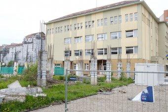Akadályok késleltetik a csíkszeredai iskolai tornatermek építését