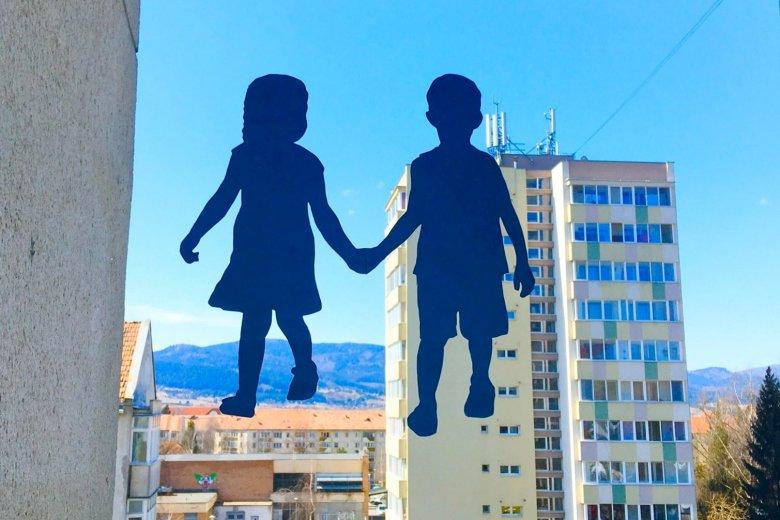 Kék alkotásokkal fejezhetjük ki együttérzésünket az autizmus világnapján