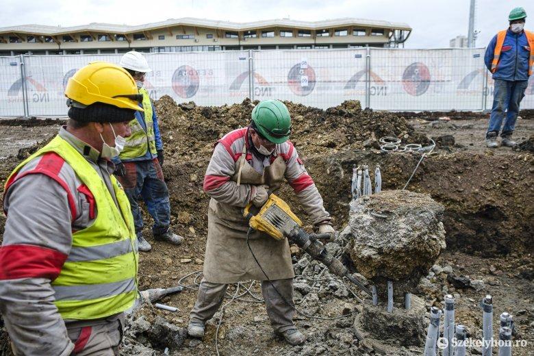 Orvost könnyebb lesz találni, mint építőmunkást: több százezer munkavállalóra lenne szükség a tervezett beruházásokhoz
