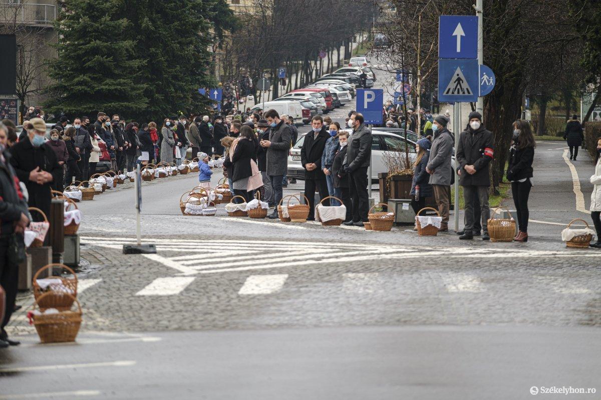 https://media.szekelyhon.ro/pictures/csik/aktualis/2021/09_aprilis/o_etelszenteles-vn-013.jpg