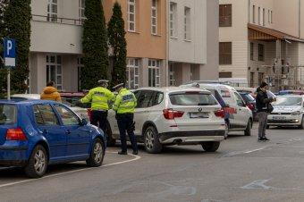 Rosszul lett vezetés közben, és parkoló autónak hajtott egy nő Csíkszeredában