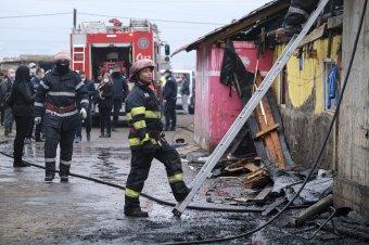 Így láttuk a helyszínről, hogy ismét a tűzzel küzdenek a csíksomlyói romatelepen