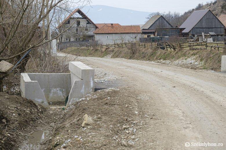 Aszfalt kerül Csíkpálfalva község útjaira