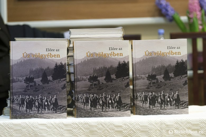 Fontos könyvet tettek le az asztalra Úzvölgye múltjáról