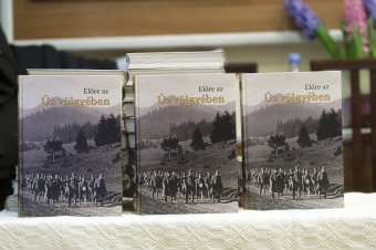 Fontos könyvet tettek le az asztalra Úzvölgye múltjáról</h2>