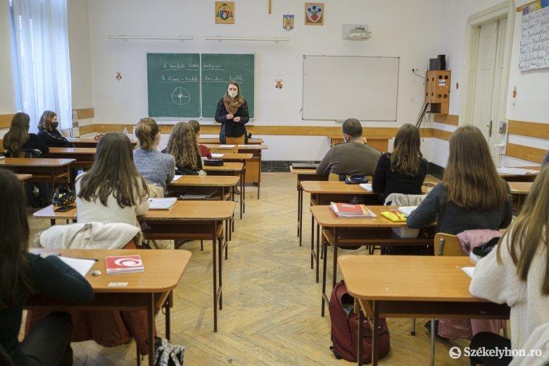 Engedélyt kért az oktatási minisztérium, hogy iskolába járhassanak a vörös övezetekben élő végzősök