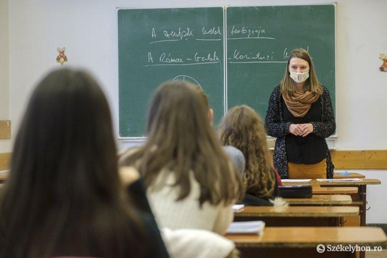 A jelenléti oktatás fenntartása a cél