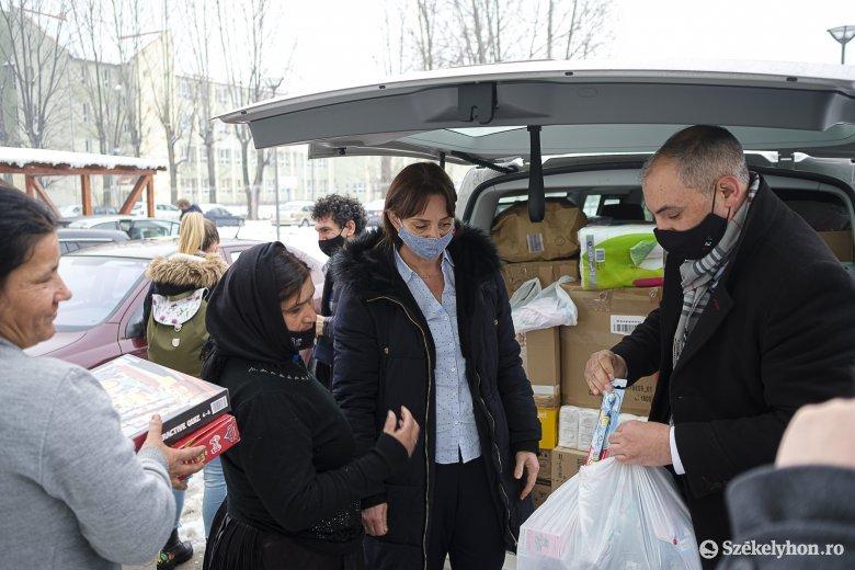 Az adományok mellett a tudásukkal és tapasztalatukkal is segítenek a tűzkárosultakon