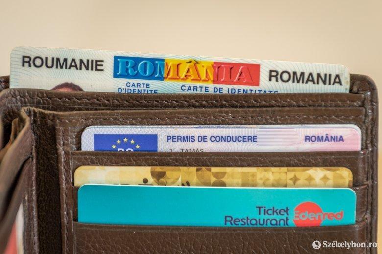 Nem lesz kötelező az elektronikus személyi kiváltása, de nélküle csak útlevéllel utazhatunk külföldre